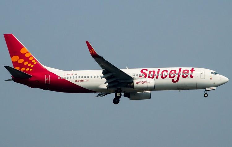 самолет Spicejet